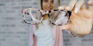 Падает зрение: причины, зарядка для глаз