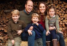 Герцог и герцогиня Кембриджские официально представили свою рождественскую фотографию после того, как она попала в интернет
