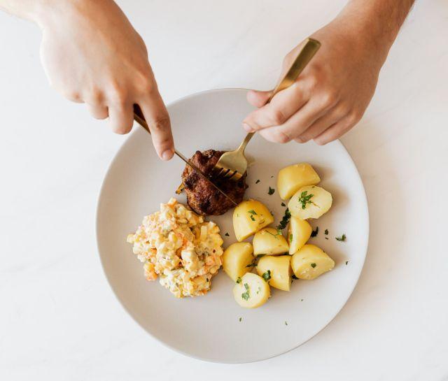Салат или бургер? Зависит от длины пальцев!