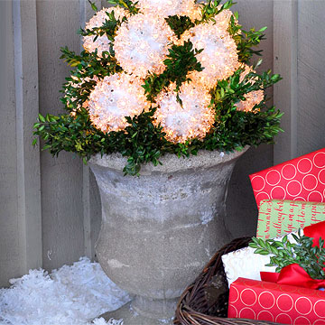 Snowballs-Outdoor-Homemade-Christmas-Decoration