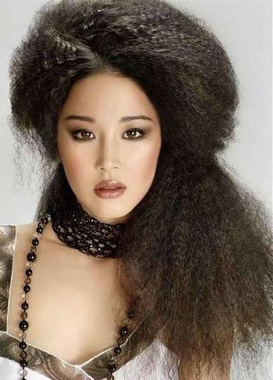 capelli-frise-a-tutto-volume-semiraccolti