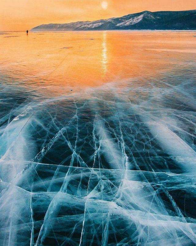 Μαγευτικές Εικόνες από την Παγωμένη Λίμνη Βαϊκάλη