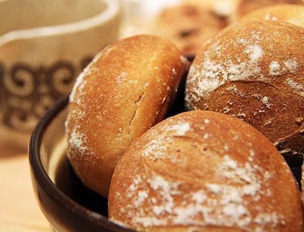 Πώς να διατηρήσετε το ψωμί φρέσκο στην ψωμιέρα