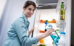 Πώς να καθαρίσετε εύκολα τον πάγο από την κατάψυξη