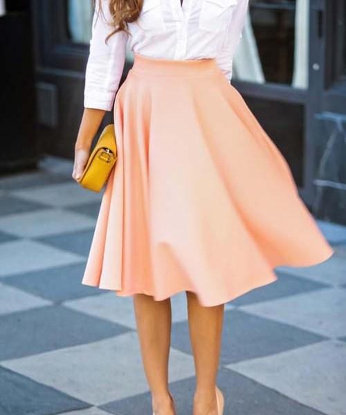 Η midi φούστα έχει αγαπηθεί πολύ τον τελευταίο καιρό απ  όλες τις γυναίκες.  Πρόκειται για ένα κομμάτι πασπαρτού που μπορεί να φορεθεί όλες τις ώρες και  σε ... 83bb48b5d4e