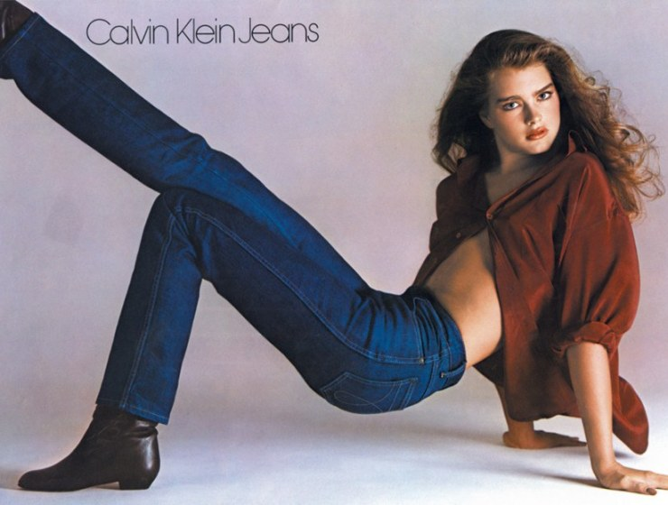 Calvin Klein Jeans: 4 Αγορές που αξίζει να κάνεις στα Factory Outlet