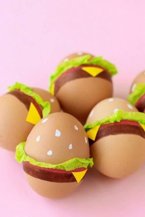βαψιμο πασχαλινων αυγων για παιδια