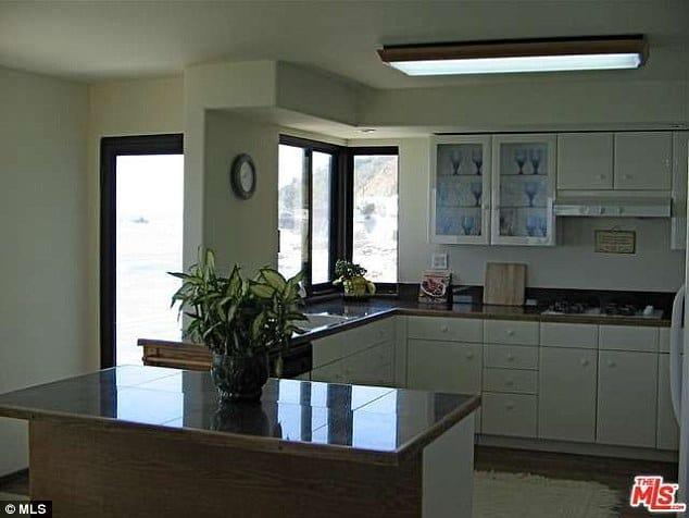 lana del rey house kitchen