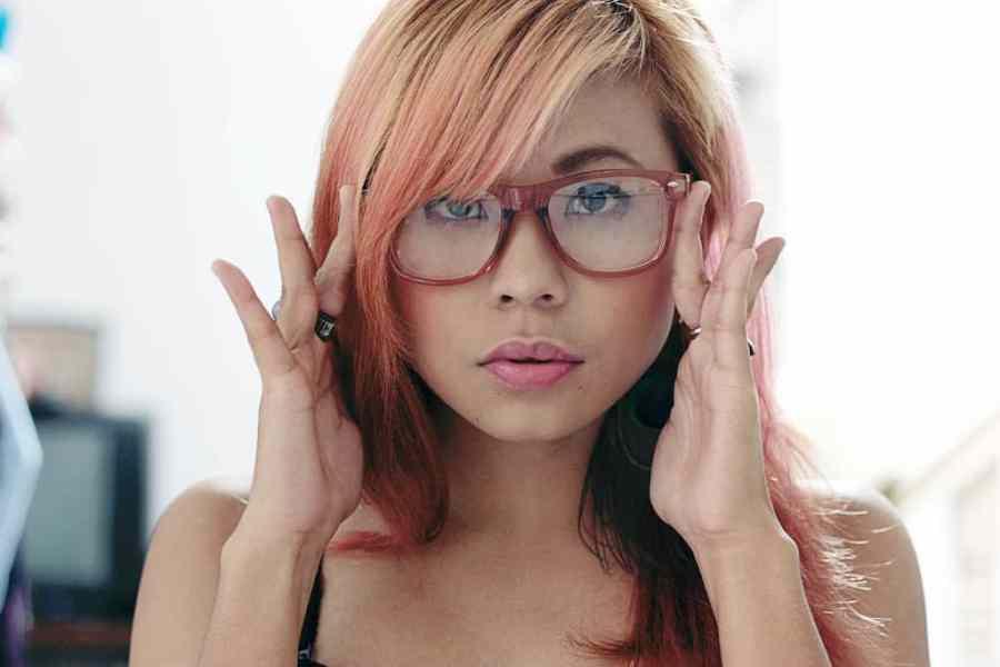 woman-glasses