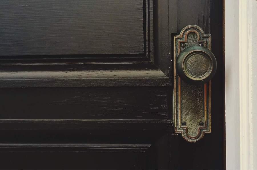 door-1110670_1280