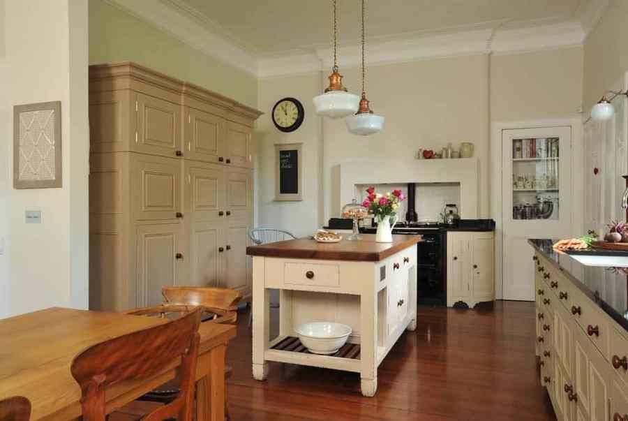 kitchen-provincial-vintage