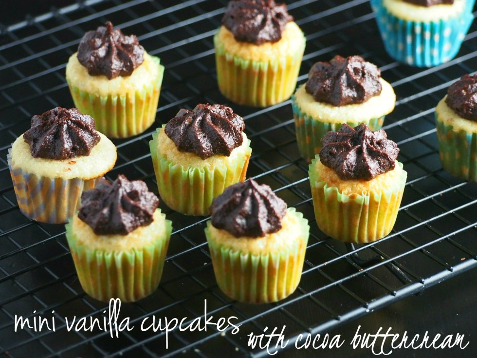 These mini vanilla cupcakes recipe with cocoa frosting are perfect holiday treats to give away. They are cute, tasty and will fix a sweet tooth quick!