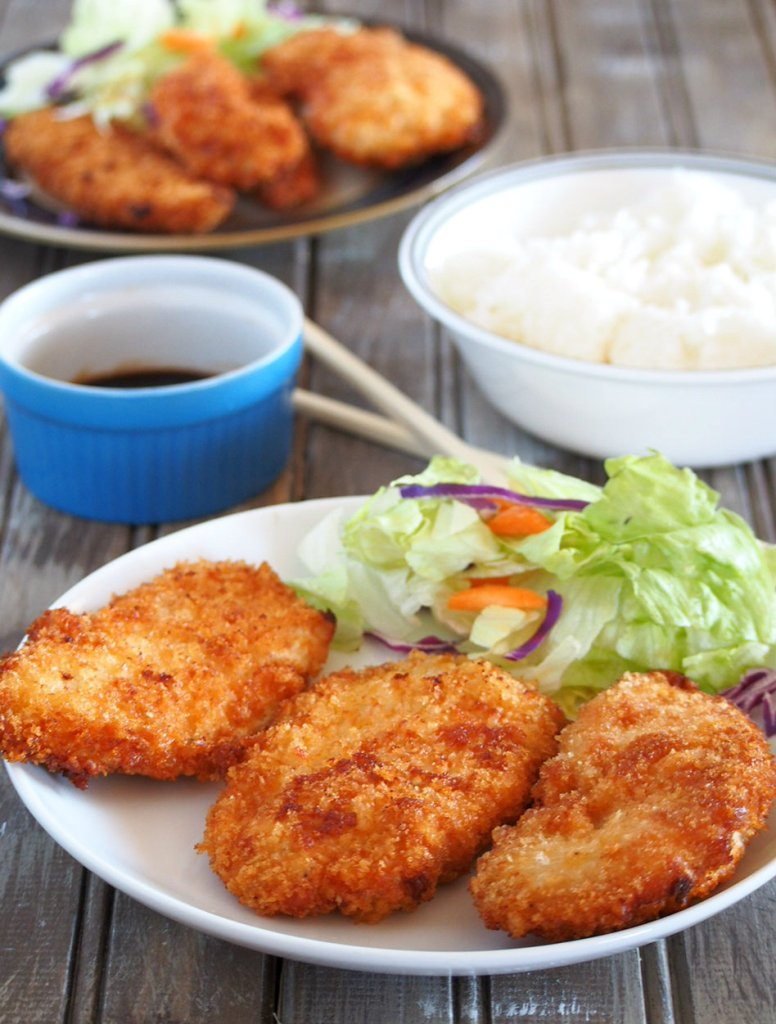 Breaded chicken breasts that are nice and juicy on the inside and crisp on the outside.