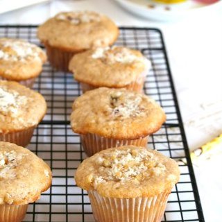 These cinnamon muffins have tender and moist crumbs and topped with crunchy sweet walnuts crumbs.