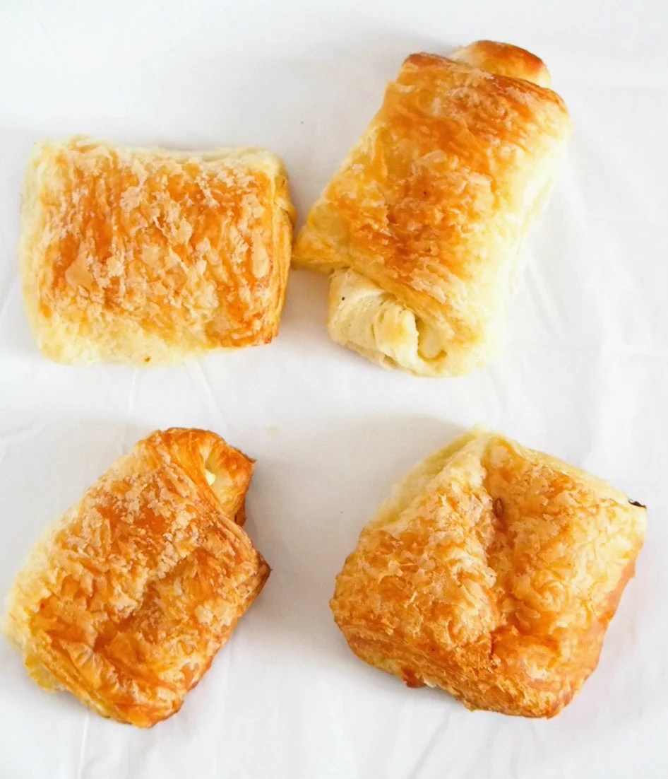 The cream cheese is nicely nestled between the buttery and light layers of these cream cheese croissants. These pastries are so irresistible with their golden exterior and their flaky, delicate tops.