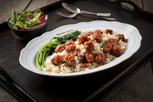 תבשיל קציצות עדשים טבעוני עם אורז