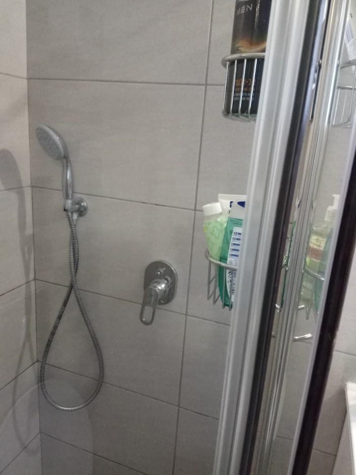 אין אבנית על מקלחון