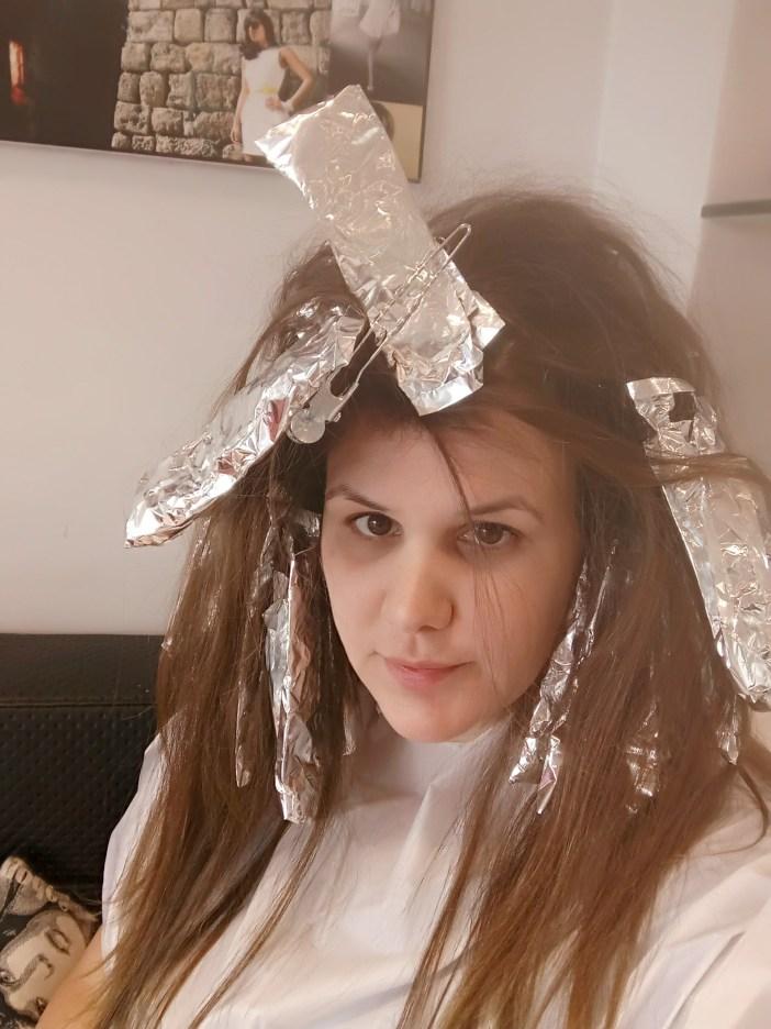התהליך של גוונים בשיער