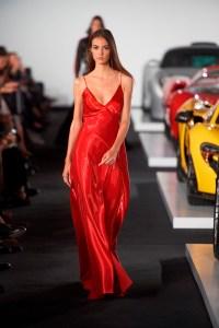 שמלה אדומה של ראלף לורן