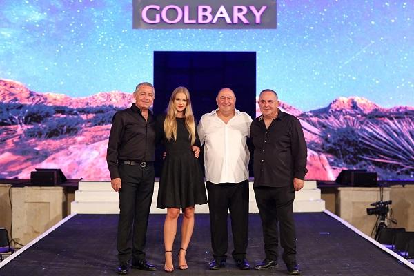 דוד ומשה גולברי עם אסתי גינצבורג ויעקב גולבריה
