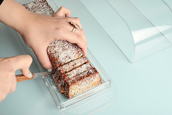 עוגה בחושה עם טחינה, סילאן וקוקוס