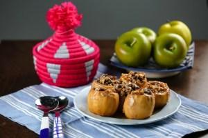 תפוח עץ ממולא בשקדים ואגוזים