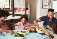 Photo of ארוחה משפחתית – לא תאמינו עד כמה היא חשובה