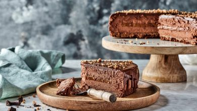 Photo of עוגת מוס שוקולד עם אגוזי לוז מקורמלים