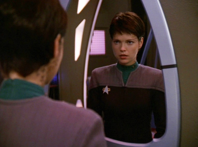 Ezri sees her reflection in the mirror