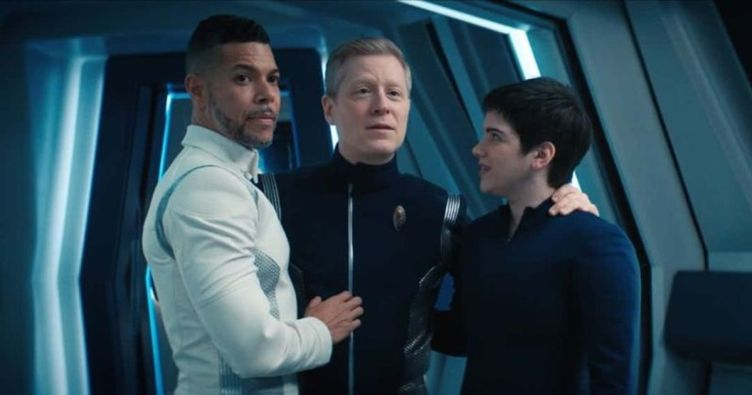 Hugh, Stamets and Adira with their arms around each other