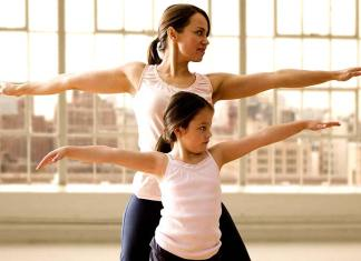 4 Fun Ways to Stay Fit With Your Kids This Summer, summer health tips for students, summer tips for health, health tips for summer season with images, how to stay healthy in summer season, health tips for summer heat, summer tips for face, summer tips for skin, family exercise ideas, family exercise program, how to exercise with a toddler at home, family exercise video, family exercise classes, benefits of families exercising together, family workouts, family fitness ideas challenges,