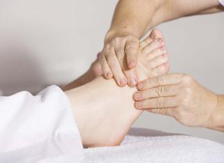 4 Reasons Why Women Have More Foot Pain, why do the tops of my feet hurt, why do the balls of my feet hurt, why do my feet hurt in the morning, why do my feet hurt all the time, why do my feet hurt when i wake up, my feet hurt so bad i can barely walk, my feet hurt from standing all day, sore feet remedies, shoes for foot pain relief, thin feet problems, aging feet problems, socks hurt my feet, sharp pain on top of foot when walking, foot pain at night top of the foot, foot pain at night and morning, my feet hurt when i walk barefoot, feels like bones rubbing together in foot, best painkiller for foot pain, metatarsal pain top of foot, diseases of the foot,