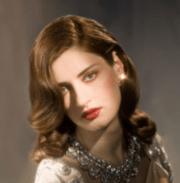 women long wavy hairstyle