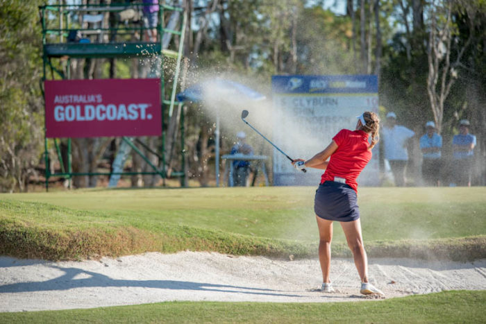 Camilla Lennarth escaping out of a bunker in round 3