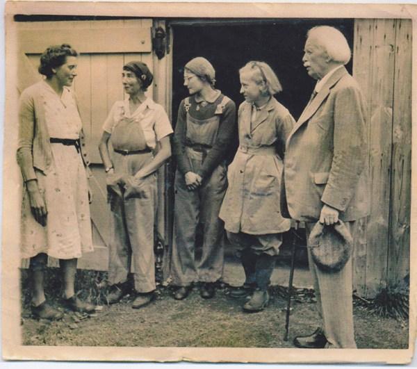 WW2 Land Girl Hilda Hook standing next to David Lloyd George. Source: Hilda's grandson Shaun.