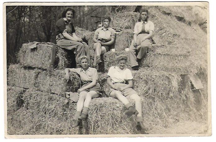 Joyce Charlton, Kitty Bland, Ena Smith, Sadie Brown, Joan Heaton working in the WLA in Buckinghamshire.