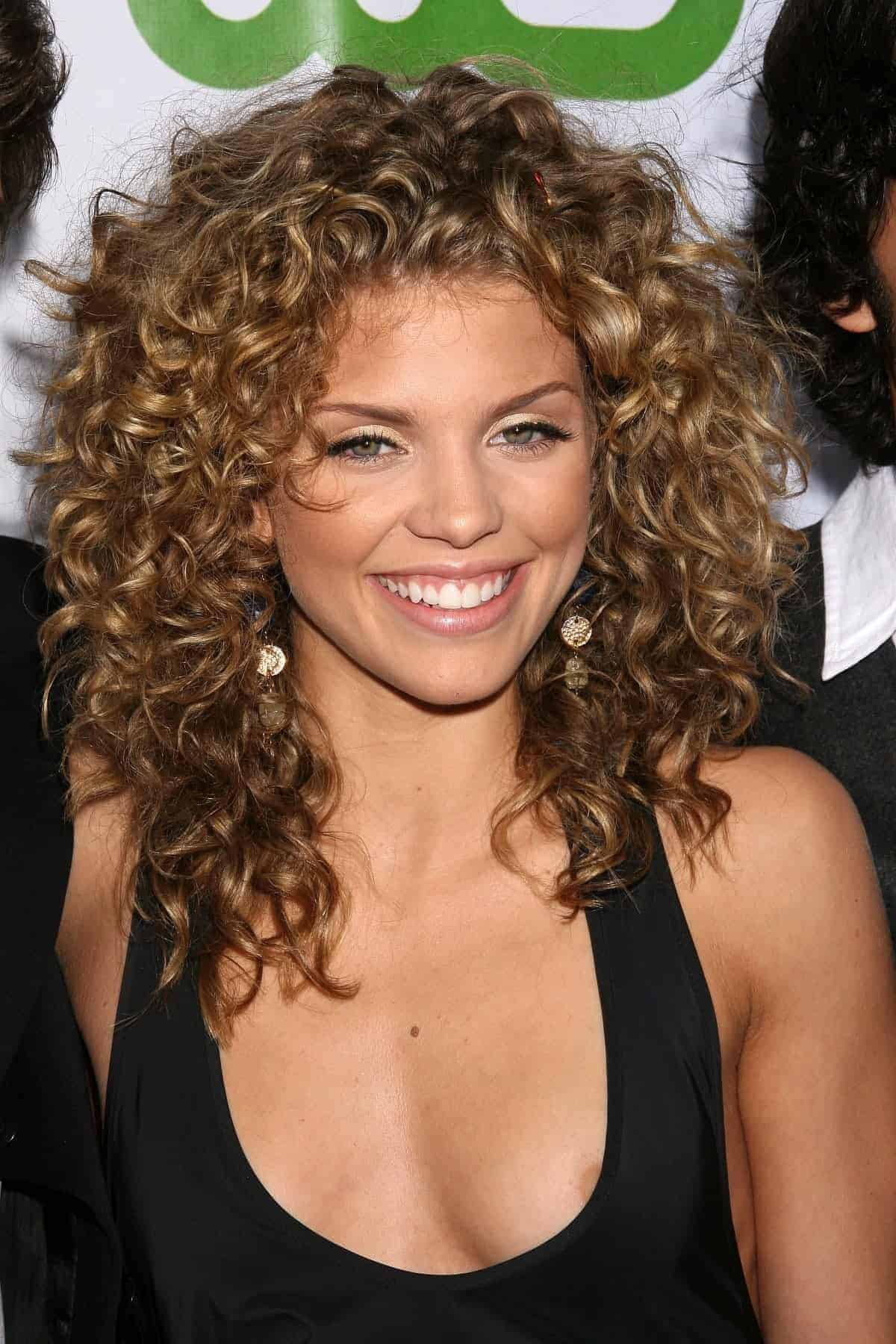 Short wavy hairstyles for round faces 2018 Womenstyle