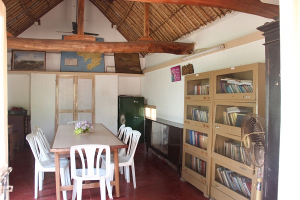 The library at Pravaham
