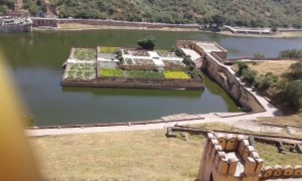 Jal Mahal, Amber Fort. Lavishly spread.