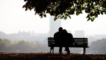 couple-sitting-on-a-bench