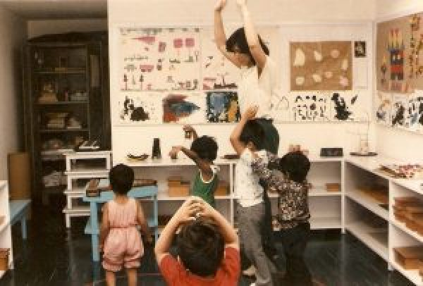 Samina Mahmood with her students in class, early years