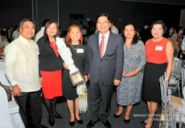 [From left to right]: Dr. Jaime Aristotle B. Alip, Founding and Managing Director, CARD MRI; Ms. Dolores M. Torres, President and CEO, CARD Bank, Inc.; Ms. Lorenza dT. Bañez, Executive Vice President, CARD Bank, Inc.; Mr. Amando M. Tetangco Jr., Governor of the Bangko Sentral ng Pilipinas; Ms. Flordeliza L. Sarmiento, Executive Director, CARD, Inc.; Ms. Mary Jane A. Perreras, President and CEO, CARD SME Bank, Inc.