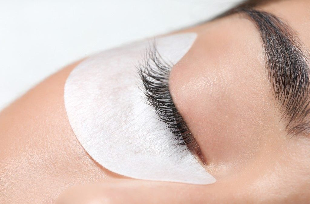 Lash extensions: Are they safe?