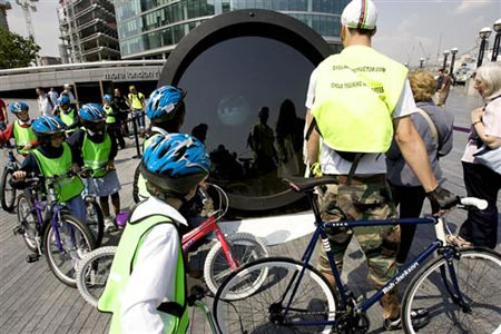 Telectroscope Connects New York & London 04