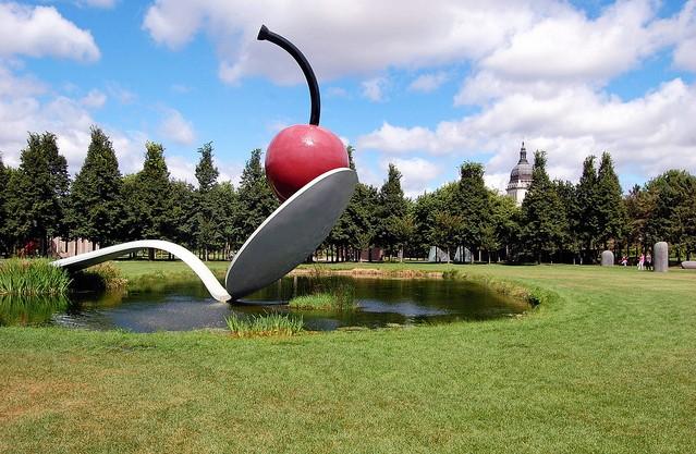 Amazing Giant Sculptures Spoonbridge and Cherry