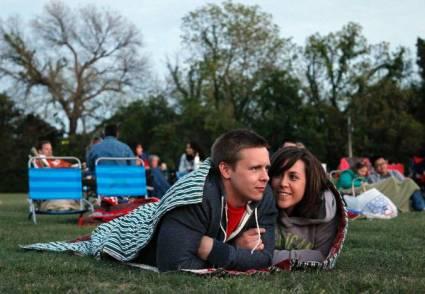Date in a park