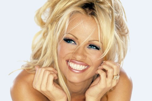 Pamela Anderson_Sizzling Wallpaper