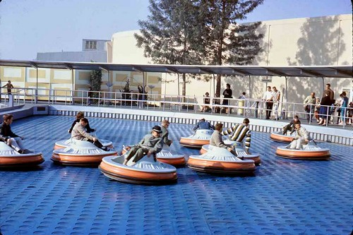 Flying Saucers Rides in Disney