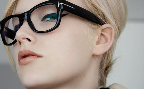 Thick-rimmed glasses