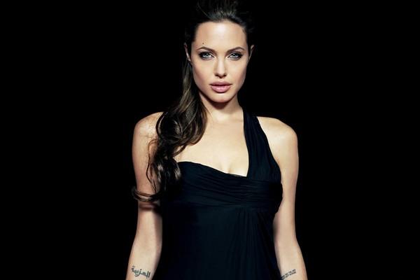 https://i0.wp.com/www.wonderslist.com/wp-content/uploads/2017/01/Angelina-Jolie-Hot-2017-Pics.jpg?w=640&ssl=1